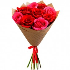 Букет Красные и розовые розы в краф...